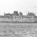 DUNTROON MV, in WW2 with guns aft. SHF Coll.